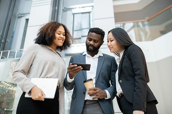 People discussing social media marketing blog
